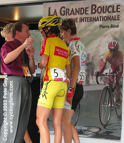 2003 La Grande Boucle Feminine Internationale:  Race organizer Pierre Boue talks with race leader Joane Somarriba Arrola