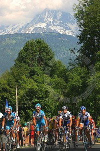 2005 Dauphine Libere at the foot of Mont Blanc