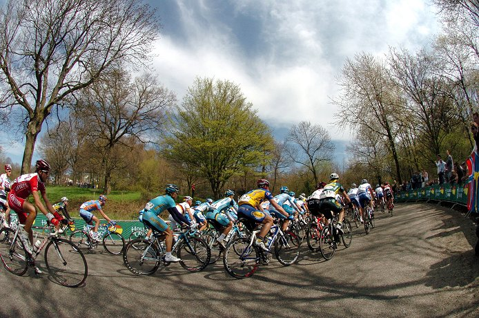 The peloton during the 2008 Amstel Gold Race