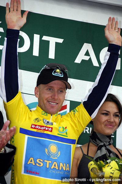 2008 Dauphine Libere Prologue: Levi Leipheimer (Astana) in yellow jersey on the podium