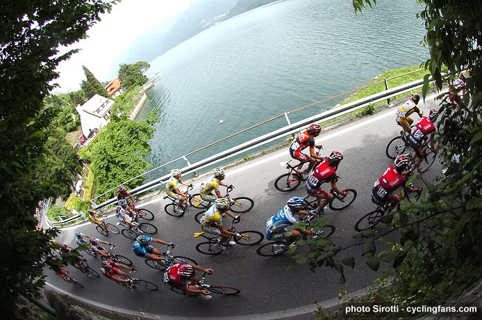 2008 Tour of Italy: The peloton during Stage 17
