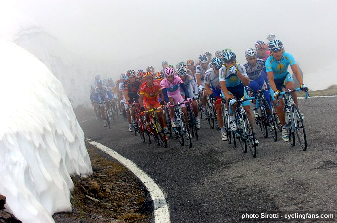 2008 Tour of Italy, Stage 20: Alberto Contador and the peloton on the Gavia Pass