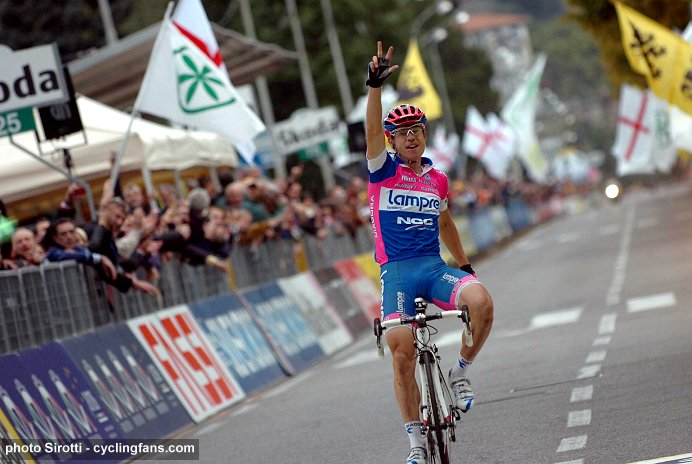 www.cyclingfans.com/2008_giro_di_lombardia_tour_of_lombardy_damiano_cunego_wins_third_time.jpg