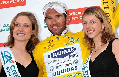 2008 Tour de Romandie: Michael Albasini (Liquigas) in yellow on the podium after Stage 1