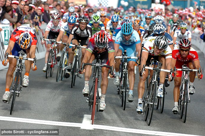 2008 Tour de Suisse:  Robbie McEwen (Silence-Lotto) wins stage 4 ahead of Oscar Freire (Rabobank) and Gerald Ciolek (Team High Road)