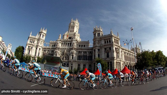 2008 Vuelta a Espana:  Race winner Alberto Contador and his Astana team in the peloton in Madrid during Stage 21