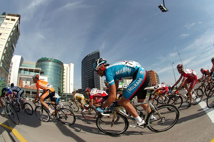 Alessandro Petacchi (Milram) in the peloton before winning the final stage of the 2008 Vuelta Valenciana