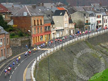 The peloton in Revin, 2005 Criterium International