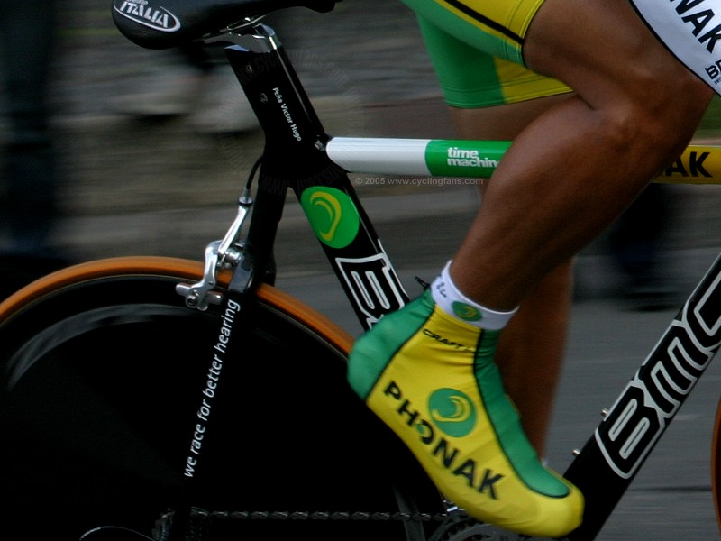 Close up of victor hugo pena in action at paris nice 2005